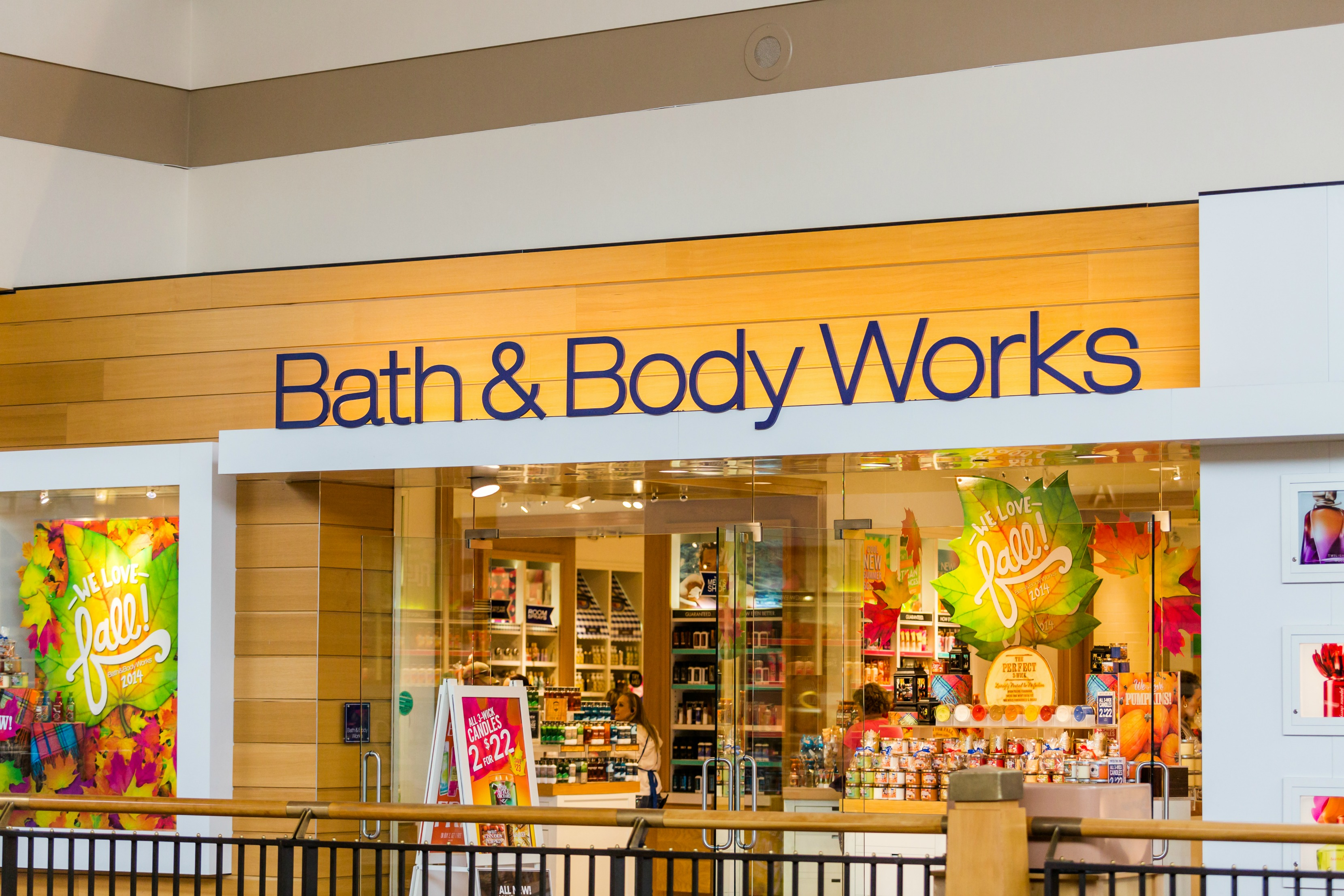 Bath & Body Products Pamper yourself with Belk's collection of bath and body care. Find bath products infused with amazing fragrances that can transform routine beauty care into a spa experience.